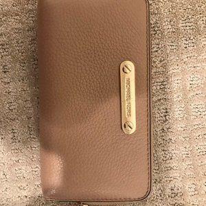 zip up wallet